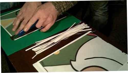 Як зробити новорічну ялинку своїми руками з паперу за допомогою ножиць