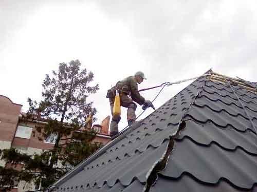 ремонт покрівлі металочерепиця. Фото