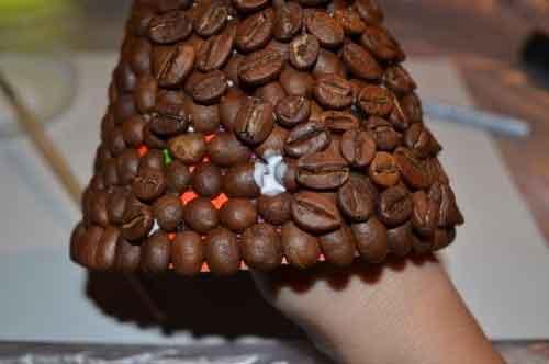 штучна новорічна ялинка з кави