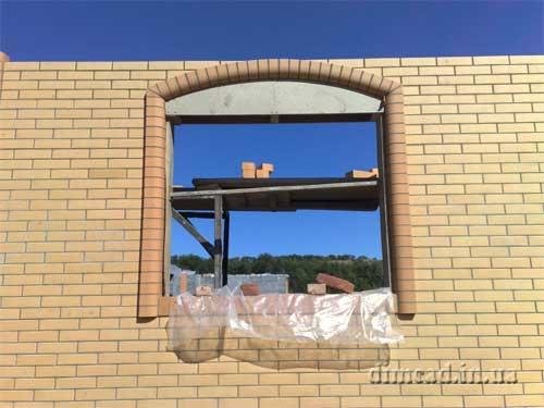 будівництво арки із цегли