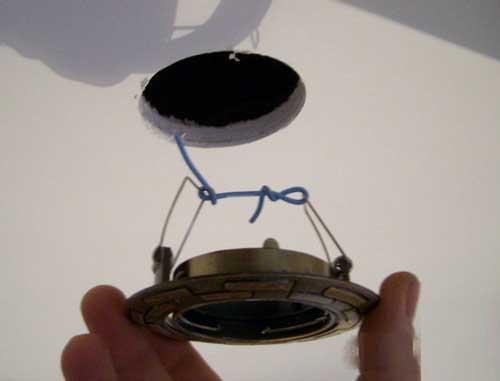 як виконати монтаж точечні світильники