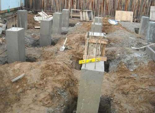 монолітний стовпчастий фундамент для будинку із газобетону