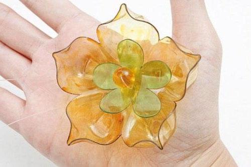 гарні квіти з пластикової бутилки